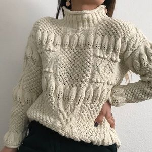 Vintage hand knit cable knit sweater beige medium